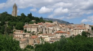 olargues1 300x165 Le village médiéval dOlargues aux portes de Saint Chinian