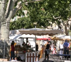 beaumesmarche Beaumes de Venise : des vins et des paysages fabuleux
