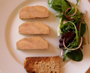 condrieu foiegras 300x244 Condrieu 2009 dE Barou et foie gras mi cuit au poivre