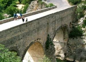 pont diable 300x217 Saint Guilhem du désert et les Terrasses du Larzac