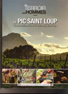 livrepic st loup 217x300 Livre : Un Terroir et des Hommes   le Pic Saint Loup